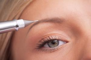 Augenbrauenpigmentierung